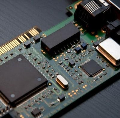 החלפת כרטיס רשת אלחוטית במחשב נייד